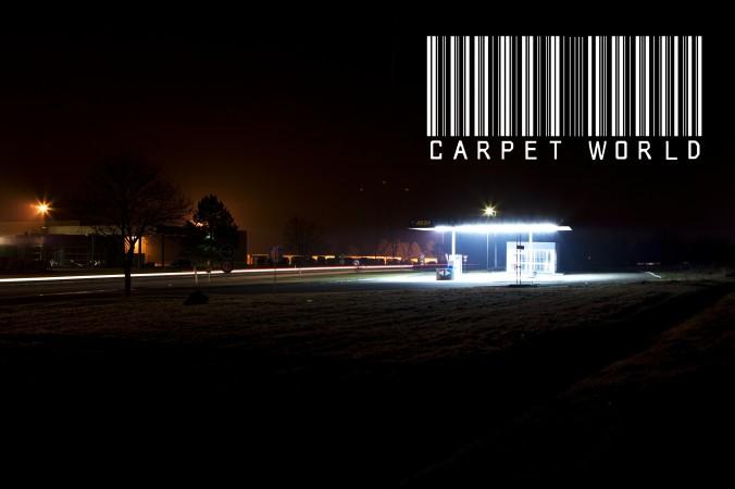 leerstehende Tankstelle bei Nacht